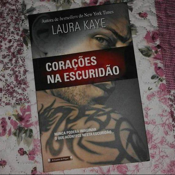 Corações na Escuridão da Laura Kaye
